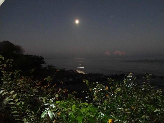 Ensuenos Del Mar S.A.: Moon set at sunrise