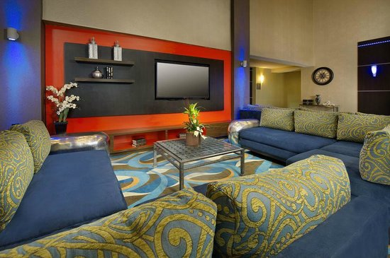 Comfort Suites Waco North: Lobby at Sofa