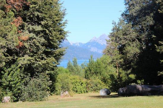 Hosteria Pichi Rincon:                   Vista parcial al lago