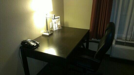 Super 8 Lubbock TX:                   desk area