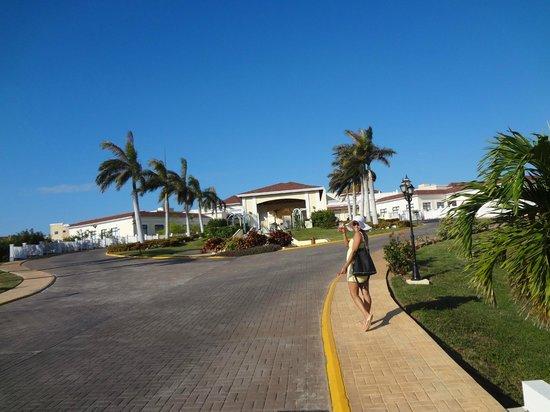 IBEROSTAR Laguna Azul:                   resort