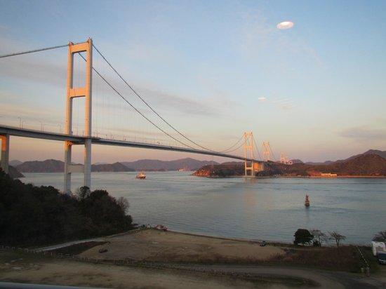 Sunrise Itoyama :                   部屋からの来島海峡大橋(部屋のライトが入ってしまいました)