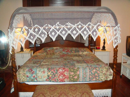 Amsterdam's Curry Mansion Inn:                   Master Suite Canopy Bed