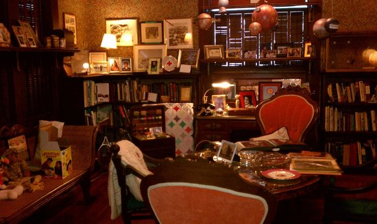 Amsterdam's Curry Mansion Inn:                   Library