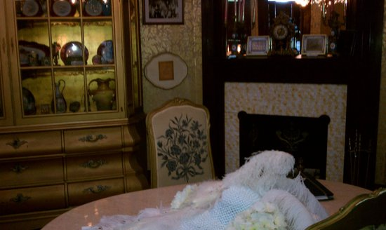 Amsterdam's Curry Mansion Inn:                   Front room