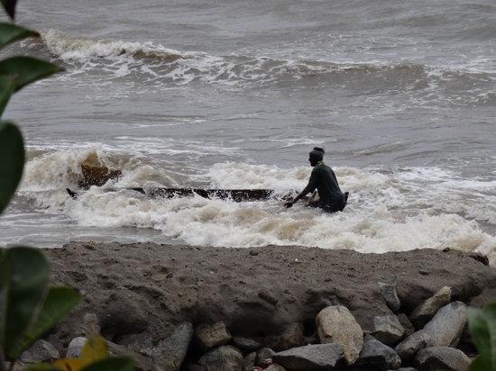 Ensuenos Del Mar S.A.: Why isn't the bilge pump working