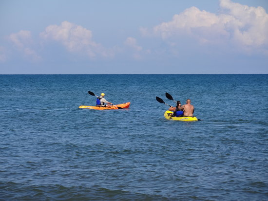 Ensuenos Del Mar S.A.: Try one of our kayaks