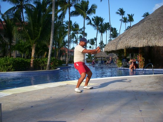 Majestic Elegance Punta Cana:                                     funjestic team dancing