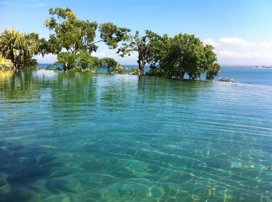 Four Seasons Resort Bali at Jimbaran Bay:                   view from the swimming-pool