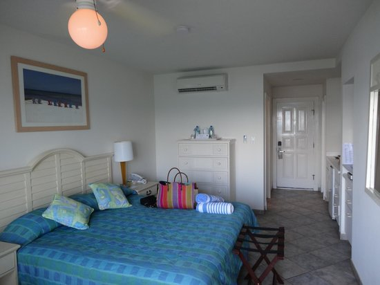 Oyster Bay Beach Resort: Clean simple room