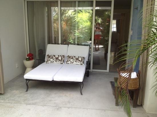 Casa Morada :                   charming patio and outdoor shower
