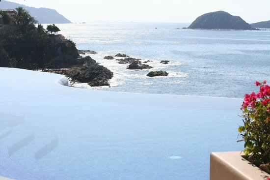 Capella Ixtapa:                   Main Pool