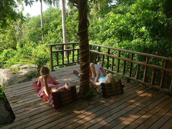 لا سيجال:                   Chilling on the verandah                 