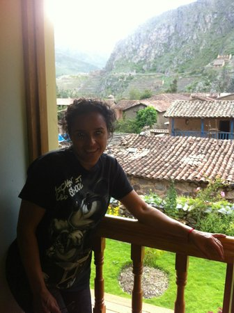 Apu Lodge: DESDE ESTA VENTANA SE VE LA FORTALEZA ARQUEOLOGICA