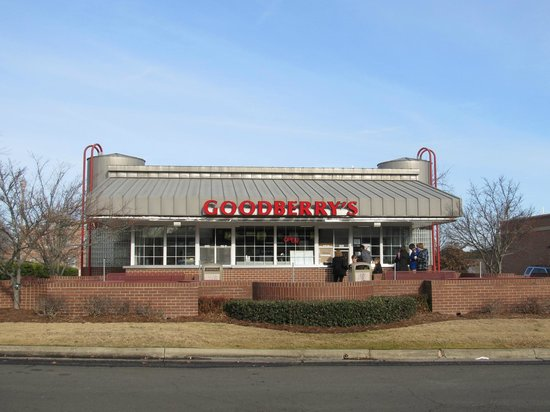 Goodberry's Frozen Custard: Out front