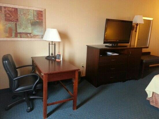 Holiday Inn Hotel & Suites Council Bluffs-I-29: 471 - Desk and Entertainment center