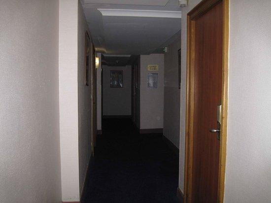 Univers Hotel:                   hallway