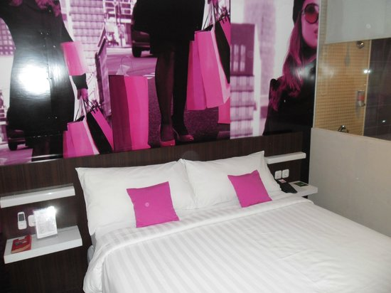 favehotel MEX Surabaya: Clean,comfortable and trendy bedroom