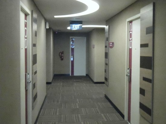favehotel MEX Surabaya: 6th floor Hallway. Clean and quiet