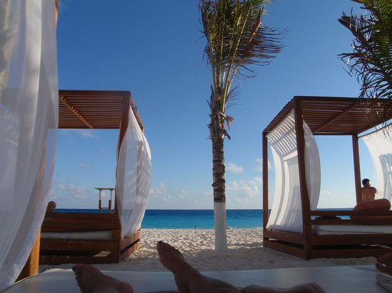 Krystal Cancun:                   ビーチのベット