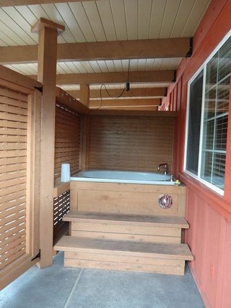 Placerville, Kalifornien:                   Our deep soaking tub on porch