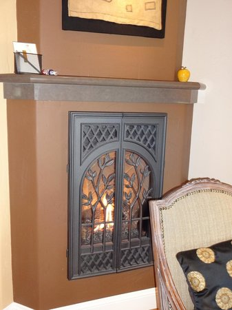 Placerville, Kalifornien:                   Fireplace in Madrone