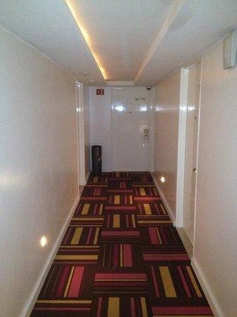 Room Mate Valentina: hallway