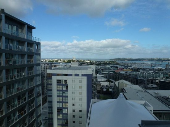 Rydges Auckland: Room 1411 - View 1