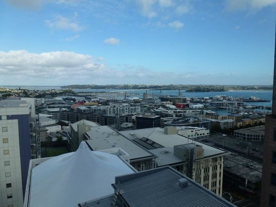 Rydges Auckland: Room 1411 - View 2
