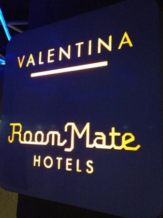 Room Mate Valentina: sign