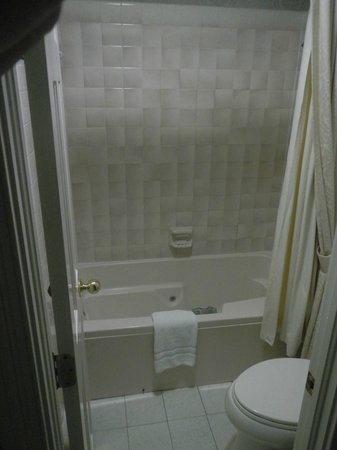 Quarter House Resort:                   Bathroom Tub/Shower