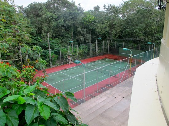 San Ignacio Resort Hotel: Tennis!