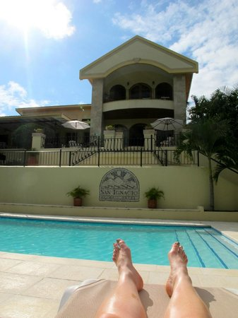 San Ignacio Resort Hotel: Enjoying the pool