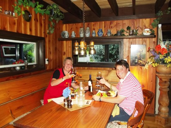 Bushland Park Lodge & Retreat :                   Two very happy guests having a 5-star meal.