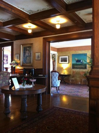 Union Gables Mansion Inn:                   Lobby area