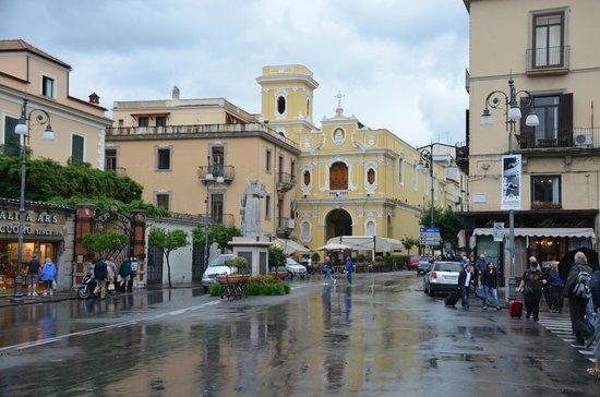 Garbo Limousine Service Tours:                                     Downtown Sorrento