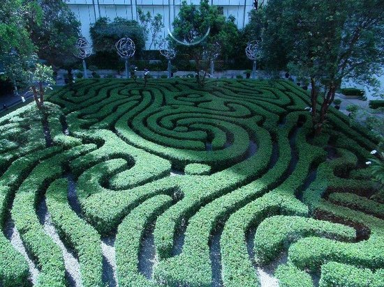Shangri-La Hotel Kuala Lumpur: Maze (kids would love to get lost in this)