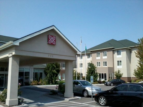 Hilton Garden Inn Tri-Cities/Kennewick :                   Entrance of Hotel