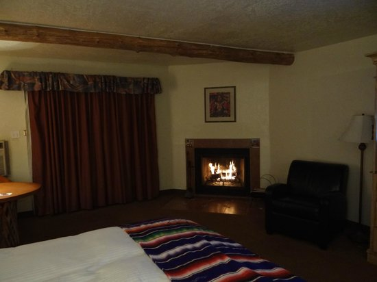 El Pueblo Lodge:                   fireplace