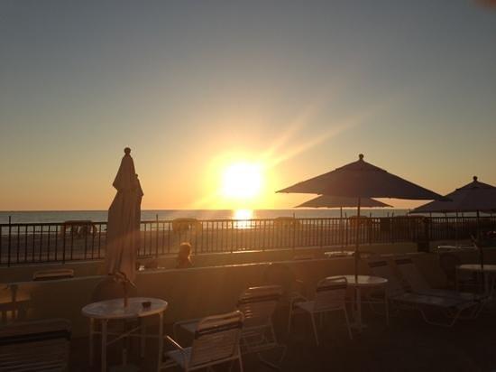 شورلاين آيلاند ريزورت - إيدالتس أونلي:                   Sunset                 