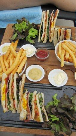 Sofitel Bangkok Sukhumvit:                   Club sandwich à la piscine
