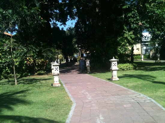 Puri Saron Seminyak:                   Grounds are nice.