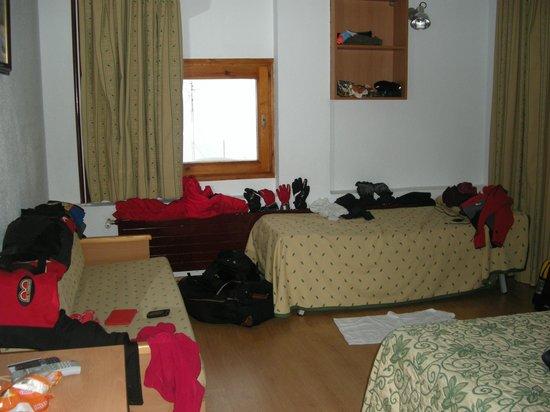 Evenia Monte Alba:                                     desorden en la habitaicón