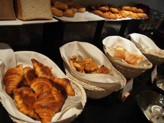 ANA Crowne Plaza Kobe:                   朝食・パン