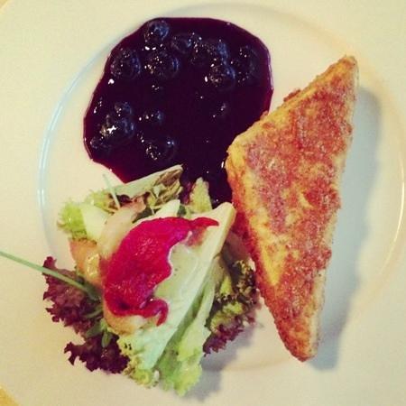 Restaurant Noir :                   blue chese with gem / starter