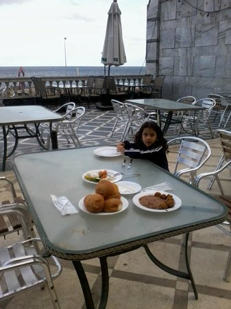 El Mahrousa Navy Guest House:                   my daughter on having breakfast