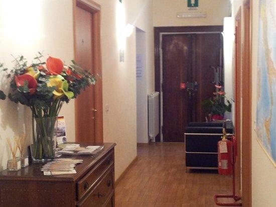 Bon Ton Suite:                   El pasillo de entrada y acceso a las habitaciones
