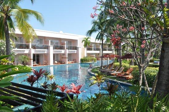 Sheraton Hua Hin Resort & Spa:                   Een zicht op het alomvattende zwembad