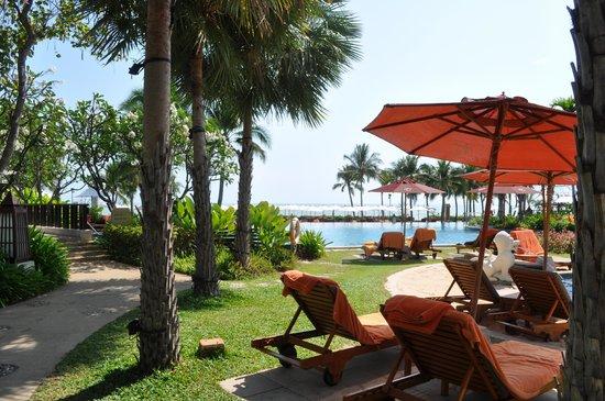 Sheraton Hua Hin Resort & Spa:                   Achteraan ligt de zee