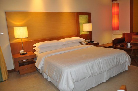 Sheraton Hua Hin Resort & Spa:                   Een ruim bed met zeer goed kussens